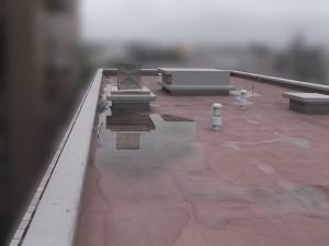 防水工事前、水捌けが悪くなっている