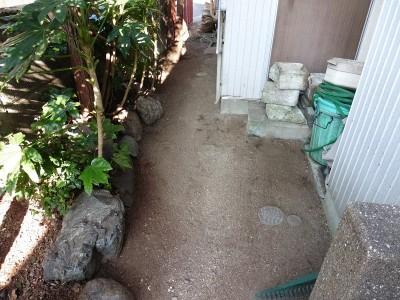 お庭掃除後、すっきりとして通れるようになりました