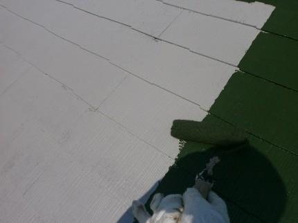 屋根塗装工事、上塗中