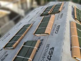 屋根カバー工事中の写真①