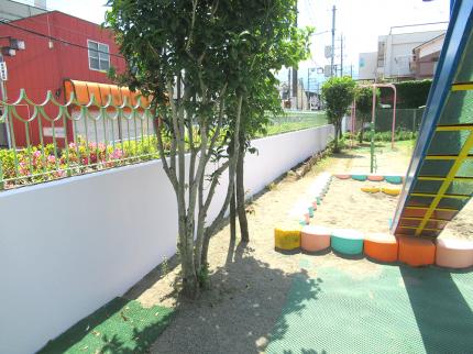 保育園の擁壁・プールサイド ボランティア塗装