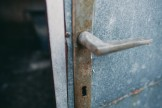 変色したドア