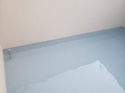 塗装中_屋上防水
